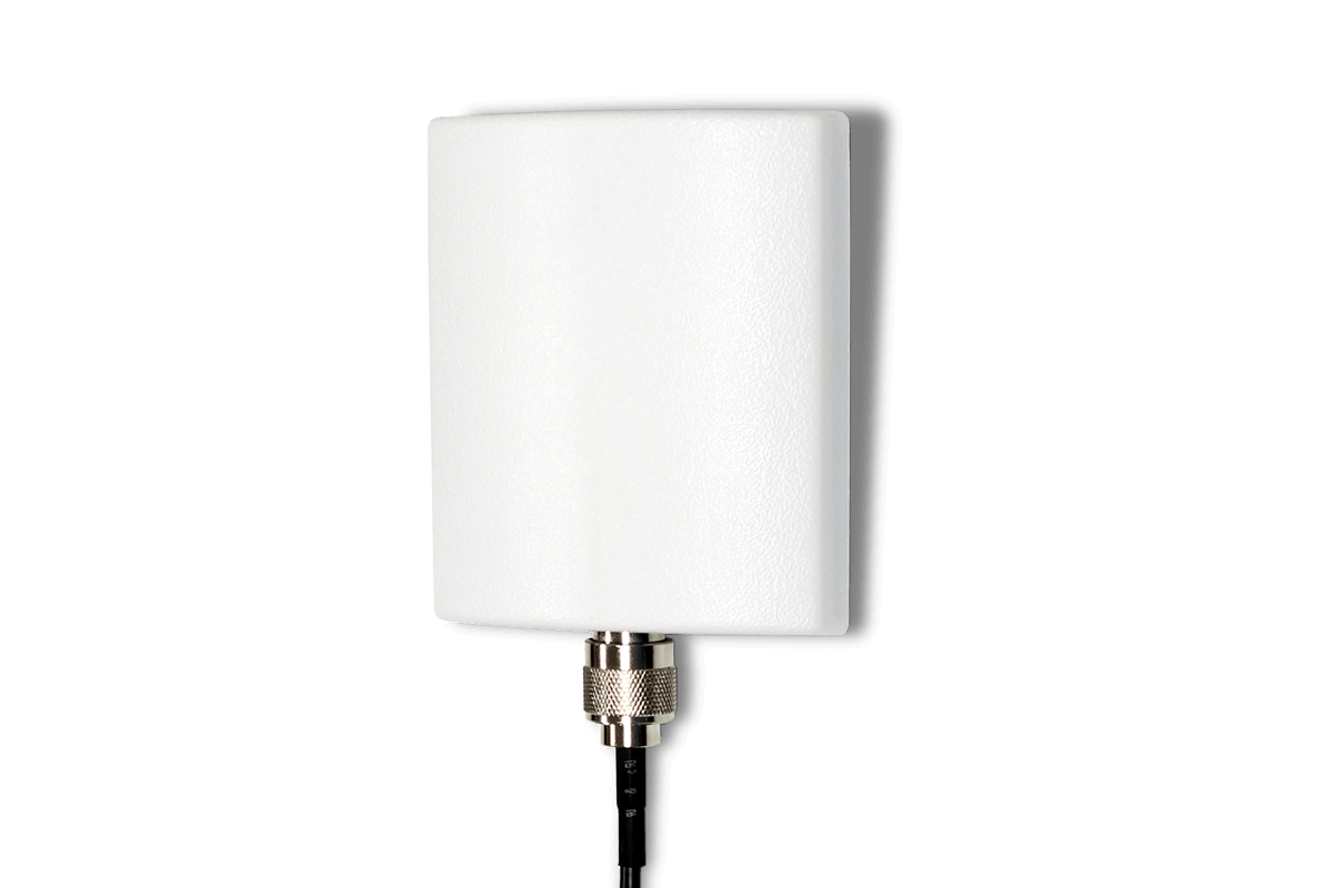 Directional wireless range extender antenna